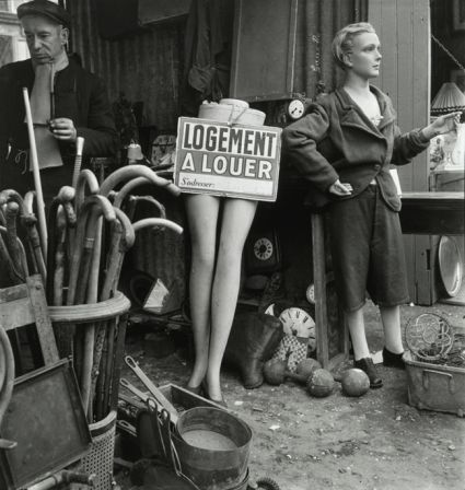 Marché aux puces, Paris, 1948 © Willy Ronis